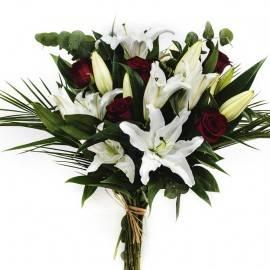 Ramo de liliums y rosas