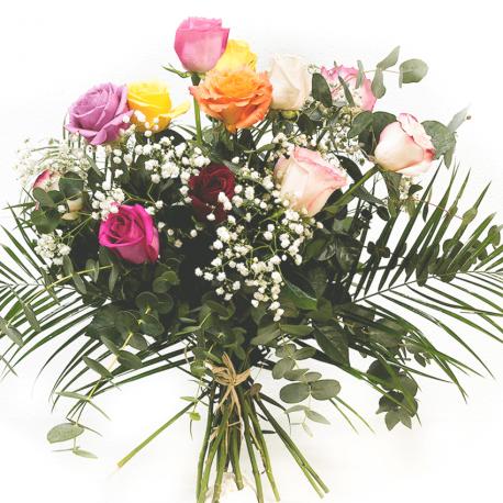 Ramo de rosas coloridas