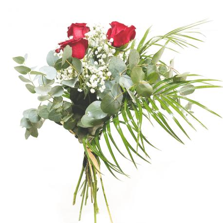 Arreglo de tres rosas rojas