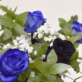 Ramo rosas azules y negras